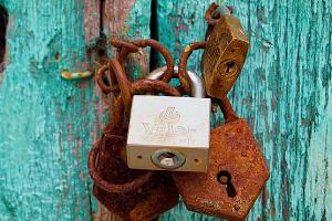 Utilisez un cadenas comme verrou à la place d'une serrure