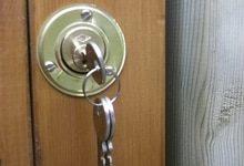 Un artisan serrurier est disponible pour un remplacement serrure encastrée irréprochable.