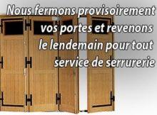 Un serrurier intervient en urgence pour une fermeture provisoire de porte.