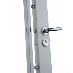 Pour sécuriser votre logement, un professionnel intervient pour une installation serrure sécurité à 3 points.